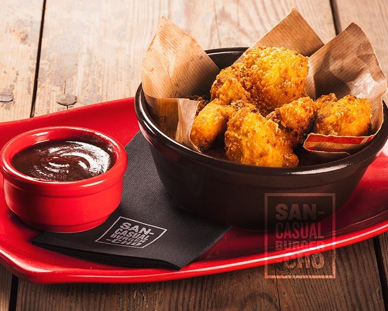 Nugget de pollo crujiente y salsa barbacoa